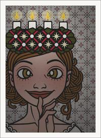 Lily Lux Passbild mit brennendem Adventskranz zum Lichterfest am Luciatag auf dem Kopf
